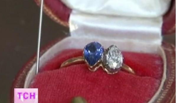 Мама Камалии хранит старое кольцо