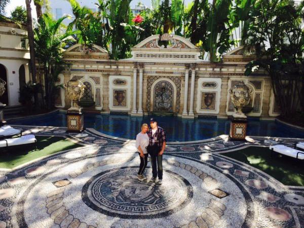Андрей Данилко на отдыхе в Майами с возлюбленной Инной Белоконь