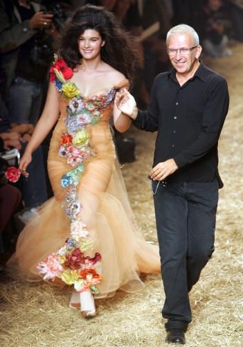 Кристал Ренн и дизайнер Жан-Поль Готье на Неделе высокой моды в Париже