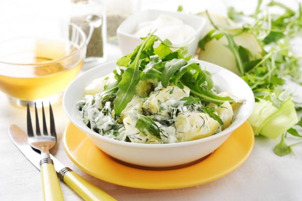 Легкие овощные салаты как нельзя лучше оттенят вкус мяса и рыбы.