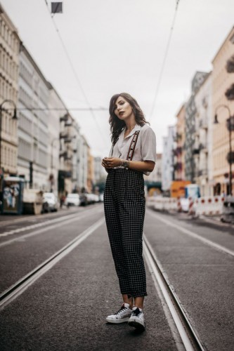 0e74c979ca5 Как стильно носить белую рубашку в 2019  Модные луки - Тренды моды ...