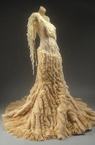 Одно из платьев Alexander McQueen