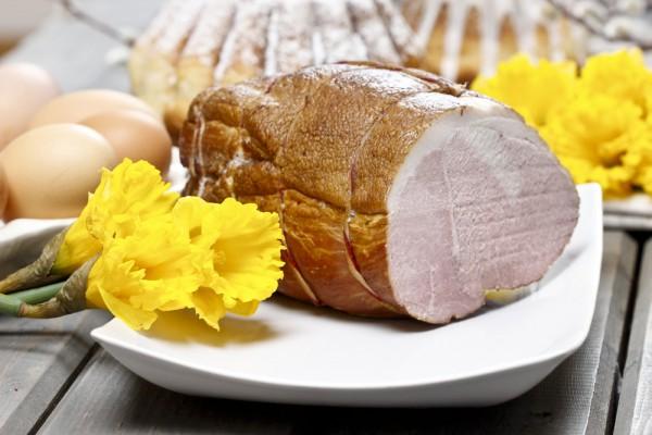 Мясные блюда традиционно присутствуют на пасхальном столе