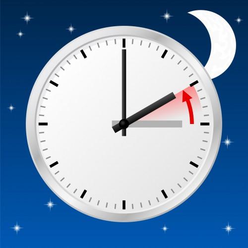 Стрелку часов нужно будет перевести на час назад