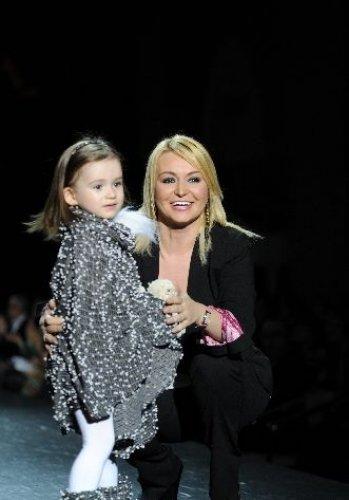 Катя Лель дефилировала на модном показе вместе с 3-летней дочкой Эмилией