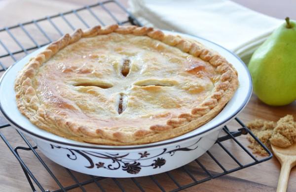 С грушами можно готовить как закрытые, так и открытые пироги