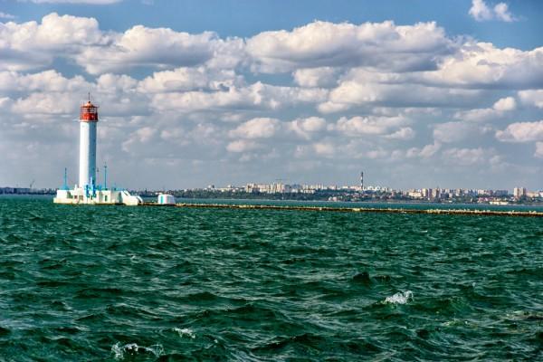 Воронцовский маяк и Одесский порт