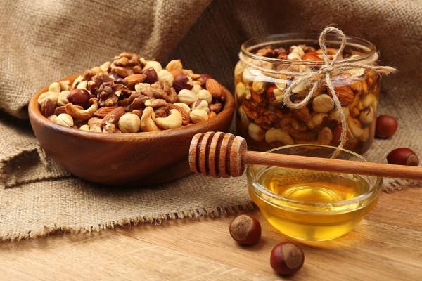 Орехи с сухофруктами в меду – это не только вкусно, но и очень полезно