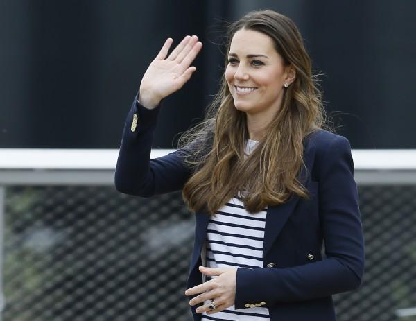 Кейт Миддлтон оставила 3-месячного сына с мужем, принцем Уильямом, и появилась на публике