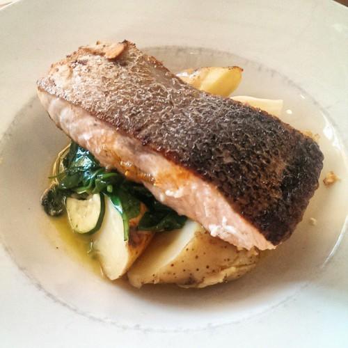 Лосось или другая жирная рыба, в идеале, должны присутствовать в твоем меню дважды в неделю