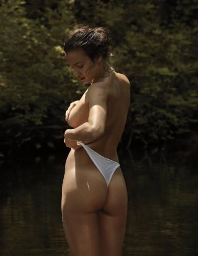 Ирина Шейк оголилась для фотосессии