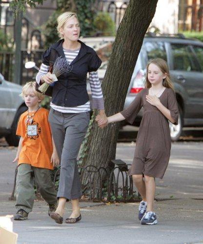 Ума с сыном Левоном и дочерью Майей