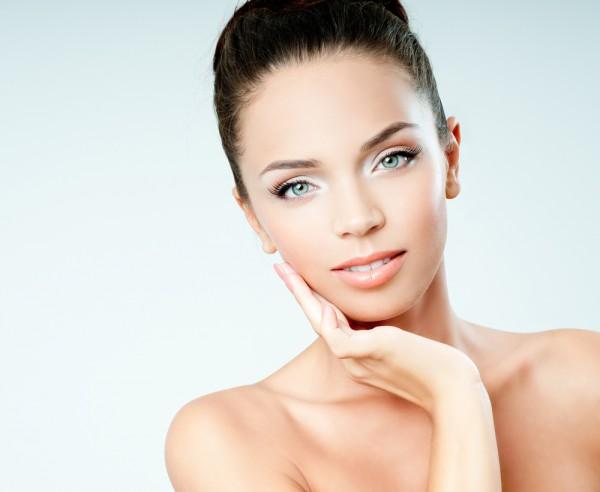 Чтобы кожа светилась здоровьем, нужно подобрать правильный уход и есть больше полезных продуктов