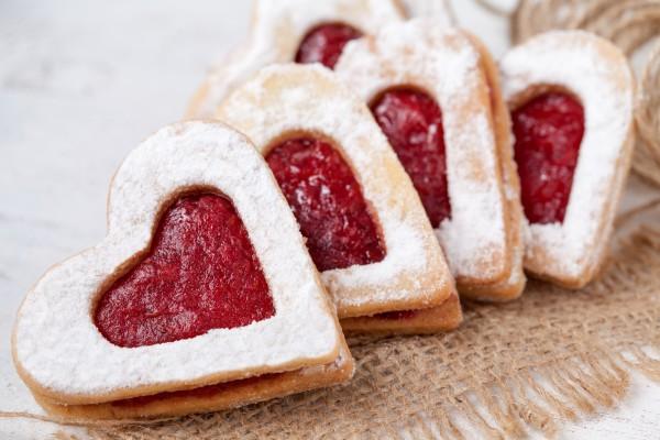 Печенье в виде сердечек на День святого Валентина