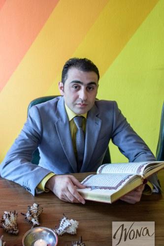 Хаял Алекперов со своей священной книгой