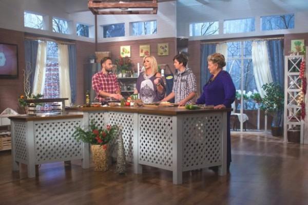 Ирина Билык с мамой и сыном посетили съемки кулинарного шоу