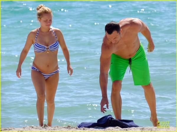 Хайден Панеттьери и Владимир Кличко на пляже