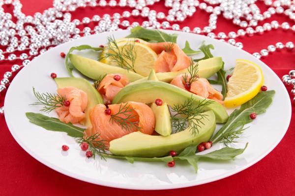 Рецепт                  Новогодняя закуска из авокадо и лосося