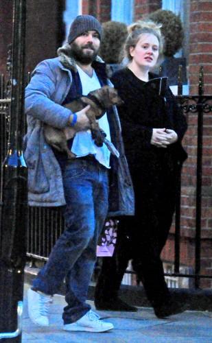 Адель и Саймон Конецки прогулялись по Лондону в Хэллоуин