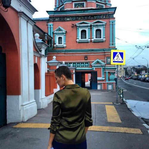 Мария Кожевникова гуляет по городу без парика