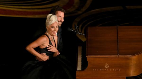 Леди Гага и Брэдли Купер на