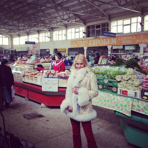 Анастасия Волочкова на рынке