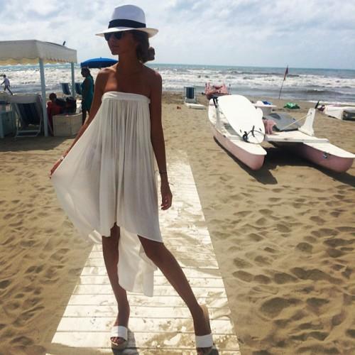 Дочь Маликова позирует на пляже