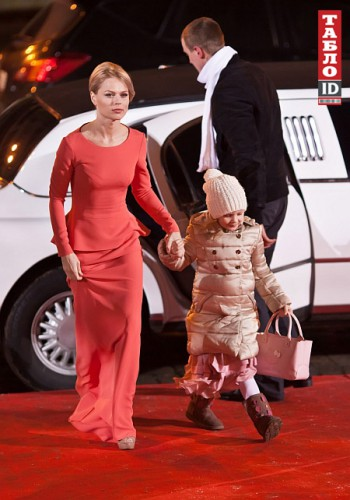 Телеведущая Ольга Фреймут с дочкой Златой Митчелл