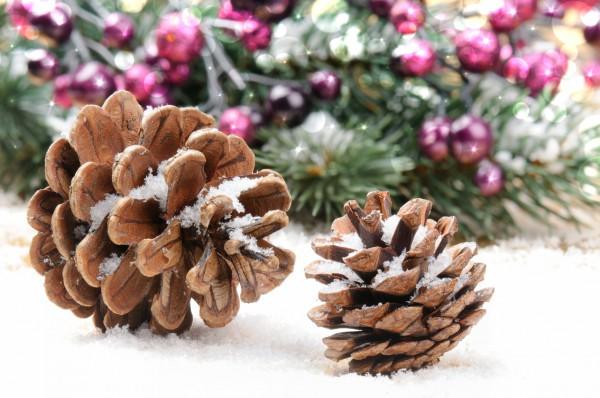 Новогодние украшения из бумаги: Еловые шишки