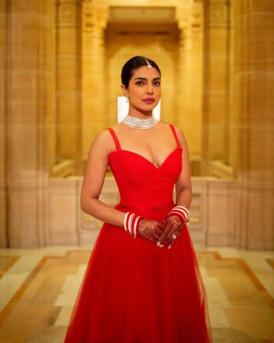 Приянка Чопра в платье Dior