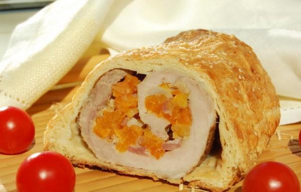 Рецепт                  Свинина с курагой и кедровыми орехами в тесте
