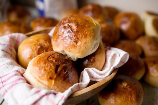 Рецепт                  Пышные кефирные булочки с яичной начинкой