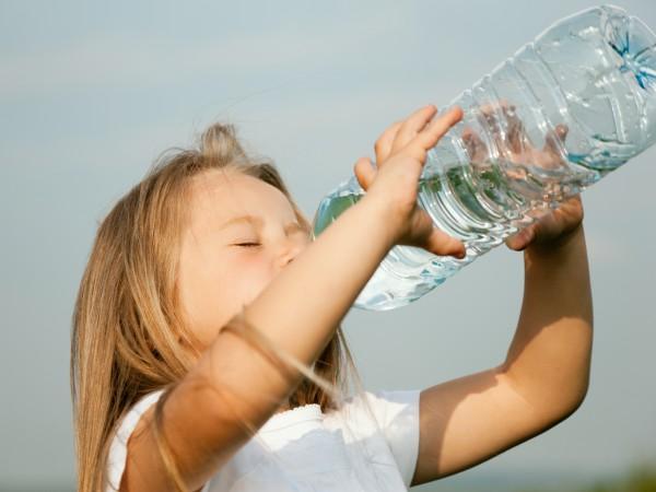 Какие напитки вредны для ребенка