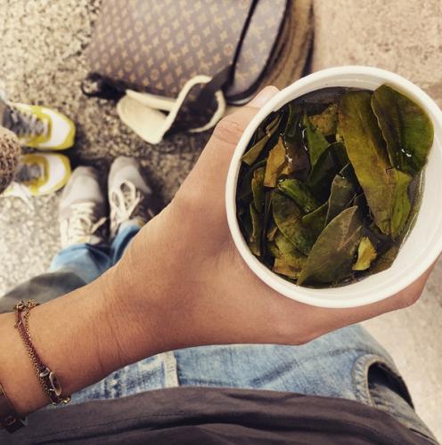 По прилету в Перу, Ксении Собчак вручили стакан коки