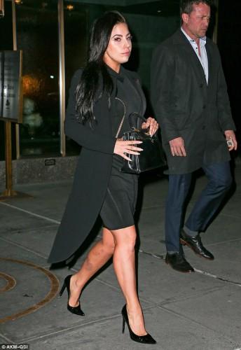 Lady GaGa не стала скрывать синяки и ссадины на своих оголенных ногах