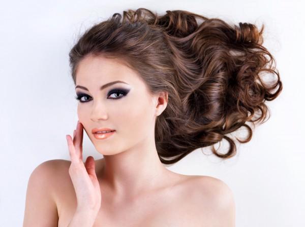 Народные рецепты помогут тебе укрепить волосы