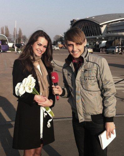 Журналисты встречали Олесю Стефанко прямо в аэропорту