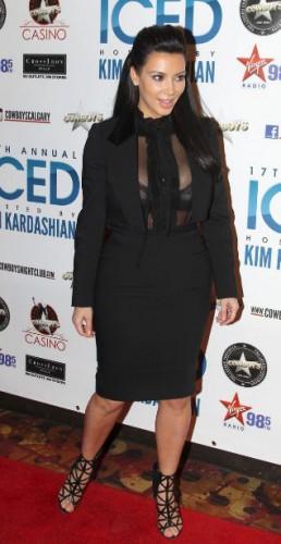 Ким Кардашян даже во время беременности отдает предпочтение откровенным нарядам