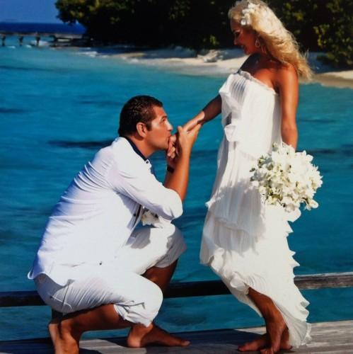Катя Бужинская заинтриговала фотографией в белом платье