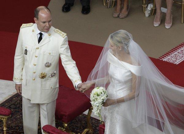 Князь Альберт II и принцесса Шарлин у алтаря