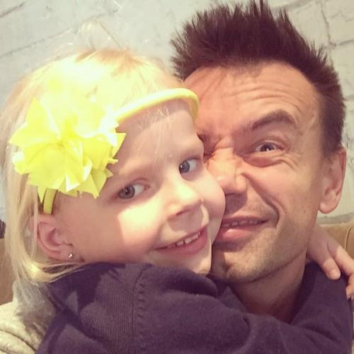 Алексей Серов с пятилетней дочкой Полиной