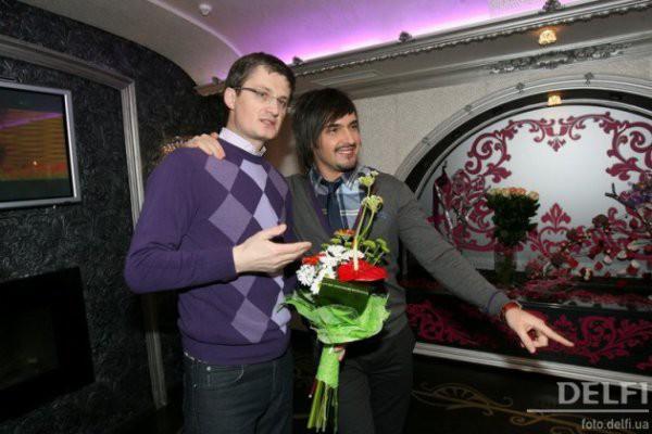 Виталий Козловский продолжает петь песни, которые по закону принадлежат Игорю Кондратюку