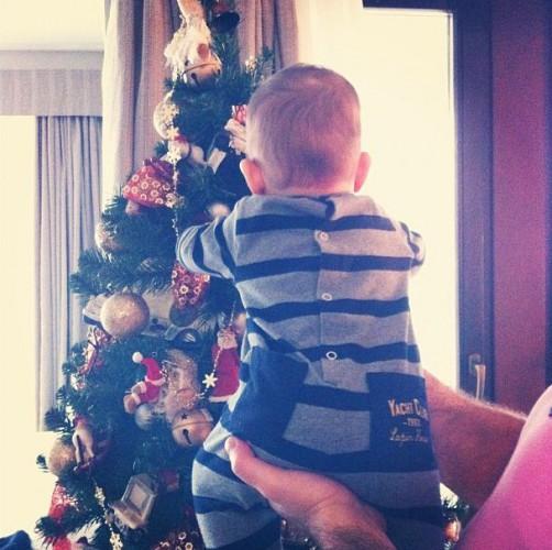 Анфиса Чехова нарядила елку преждевременно ради сына
