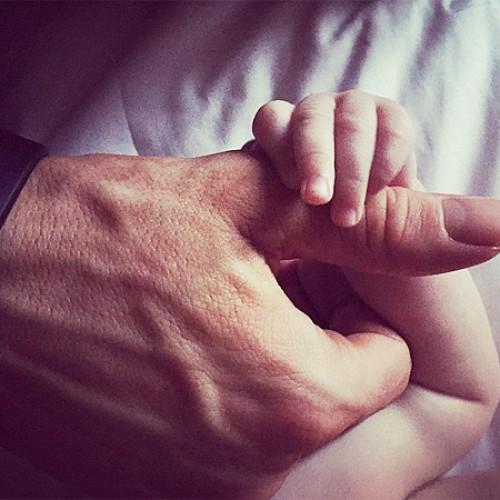 Блейк Лайвли и Райан Рейнольдс показали трогательное фото с дочерью