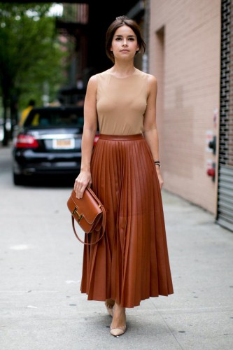 С чем носить кожаную юбку: Модные образы 2019