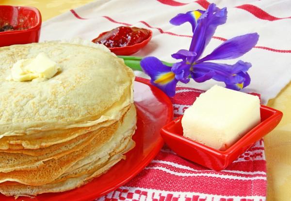На Масленицу традиционно пекут блины