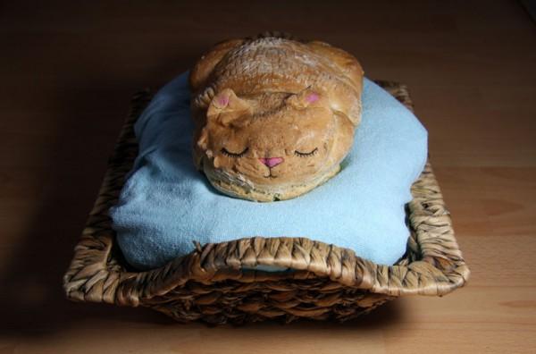 Хлеб в виде котика