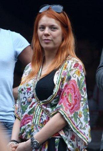 Анастасия Стоцкая не успевает делать макияж