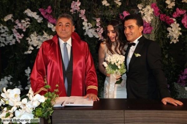 Звезда сериала Великолепный век вышла замуж в Турции