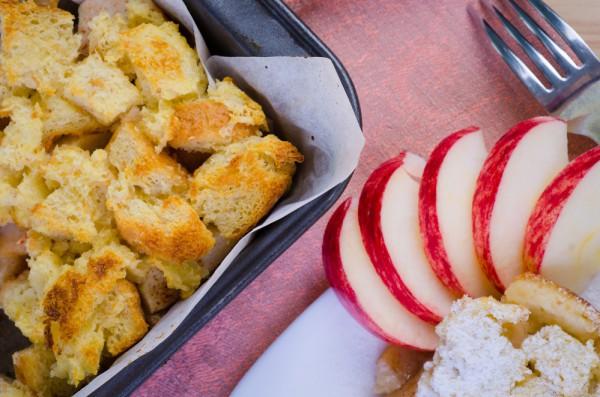 Хлебный пудинг с яблоками